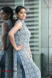 Telugu Television Actress Karuna Latest Pos In Denium Jeans  0020.JPG
