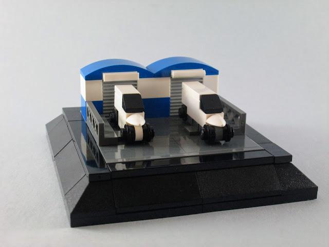 MOC LEGO Carrinhas e armazéns em micro escala