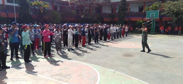 Keren! TNI Melatih Siswa Baru di SMA Kristen Barana