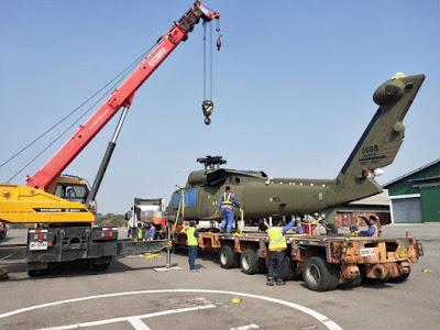 أميركا تعتزم بيع طائرات «بلاك هوك» إلى تايلاند Three%2BSikorsky%2BUH-60A%2BBlack%2BHawk%2BArrived%2Bin%2BThailand%2B2