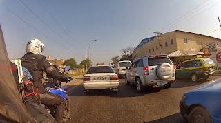 Trânsito congestionado em Santa Cruz de La Sierra / Bolívia.