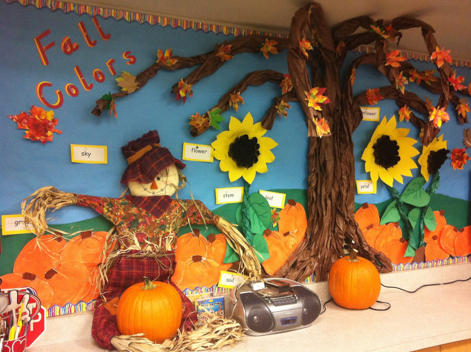 Fall bulletin board ideas for second grade fall bulletin for Autumn classroom decoration