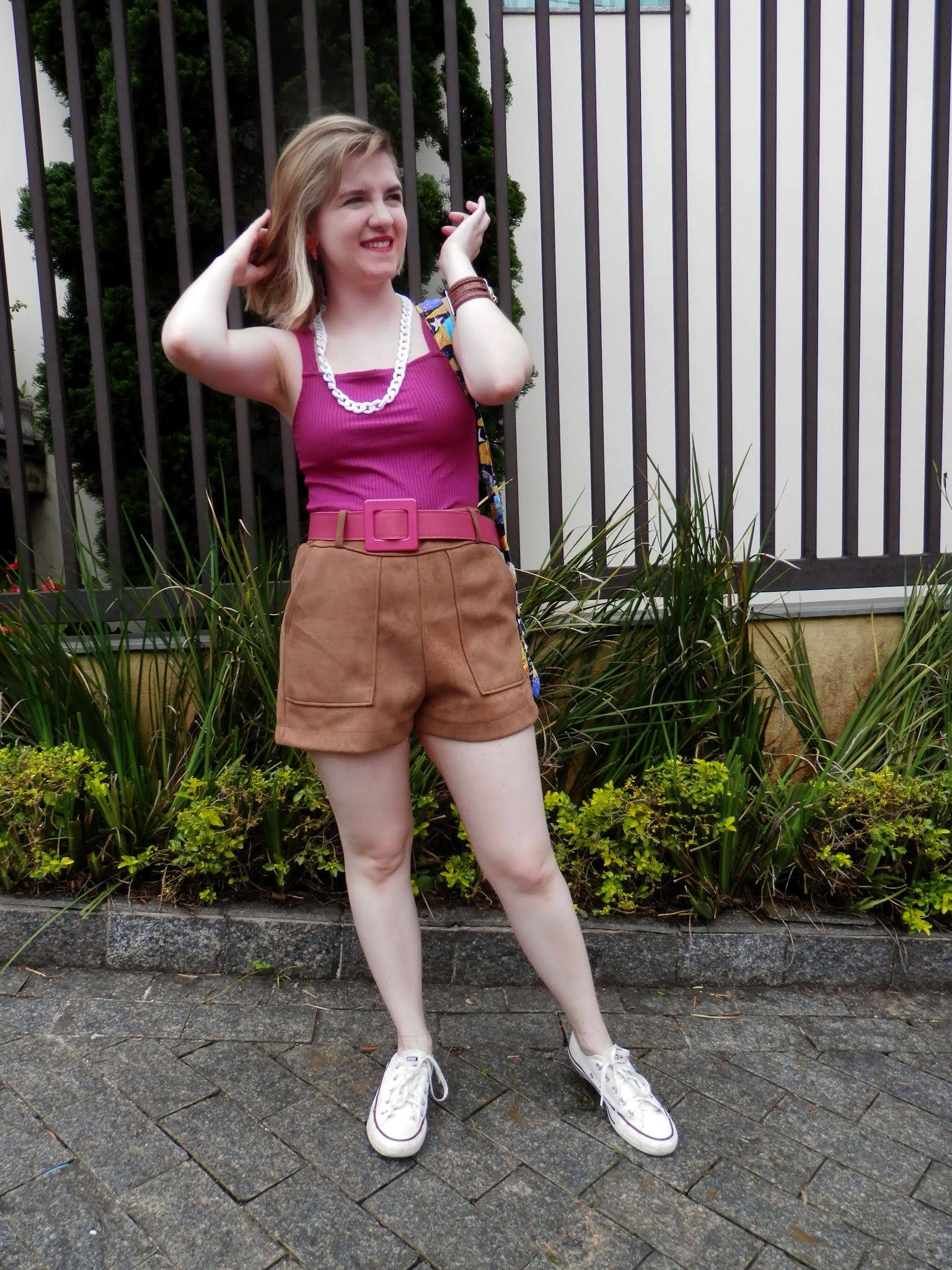 Look shorts suede com regata com cor