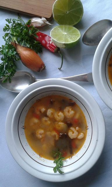 zupa z krewetkami z kuchni tajskiej