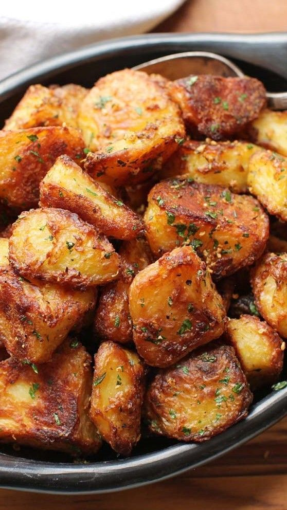 The Best Crispy Roast Potatoes Ever Recipe #recipes #dinnerrecipes #recipesfordinner #homemaderecipes #homerecipesfordinner #food #foodporn #healthy #yummy #instafood #foodie #delicious #dinner #breakfast #dessert #yum #lunch #vegan #cake #eatclean #homemade #diet #healthyfood #cleaneating #foodstagram