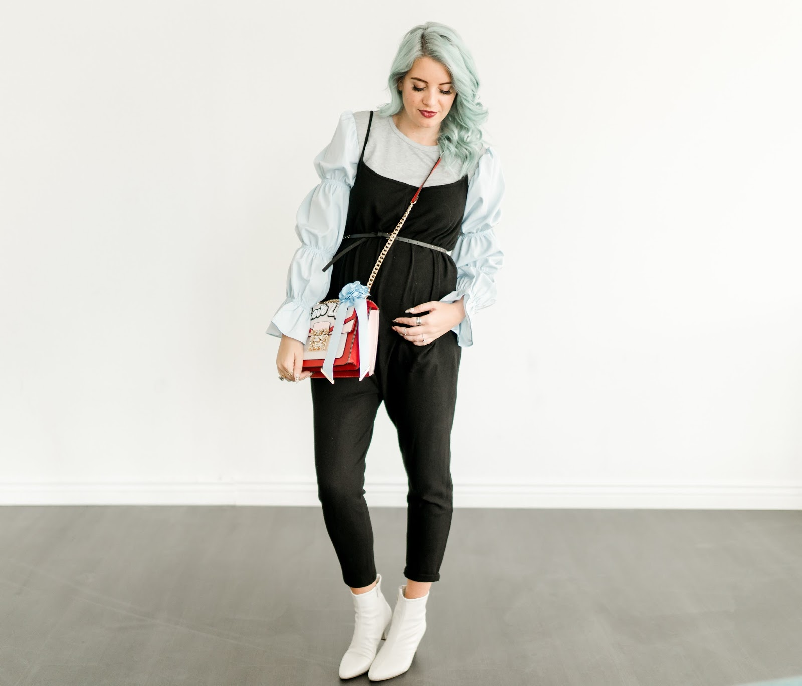 Fashion Blogger, White booties, Maternity