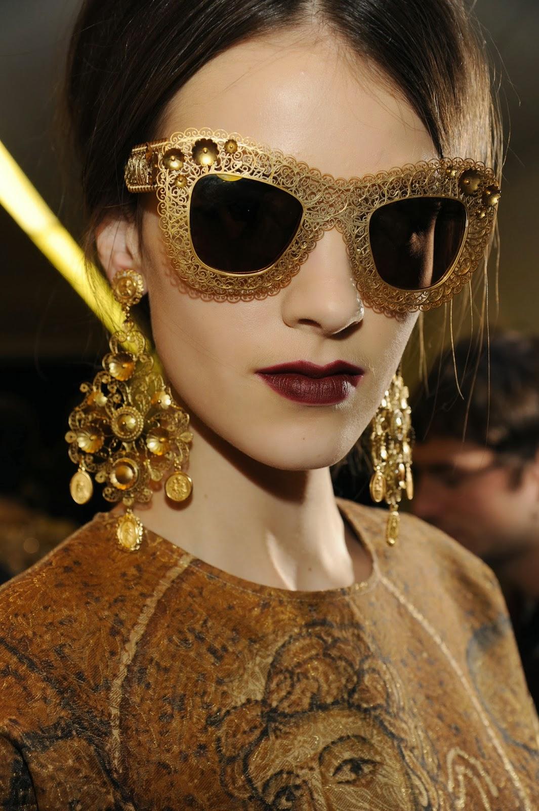 b05bf2fd57 ... Dolce & Gabbana en su colección otoño-invierno 2013/2014. Las gafas de  sol con mosaico y filigrana de oro se inspiran en la joyería siciliana ...