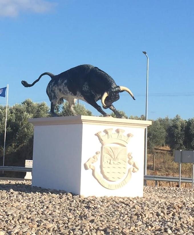 """Golegã ainda mais bonita: inaugurada a estátua """"A Investida"""""""