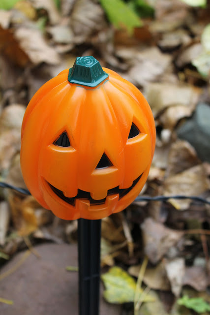 Fall and Halloween Front Porch Decorating- Itsy Bits And Pieces- Oriental Trading #sponsored