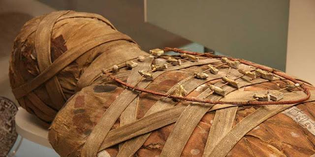 Mummy amulets