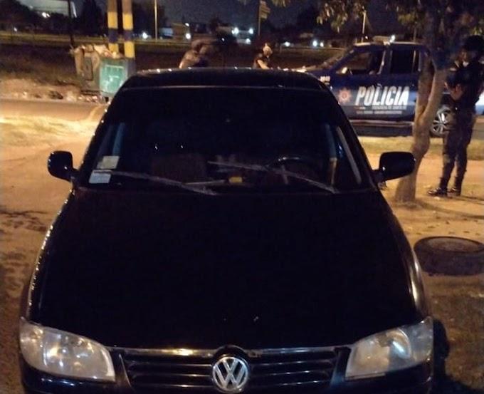 Asaltaron a un remisero con armas y le robaron el auto en Guido Spano y Avellaneda