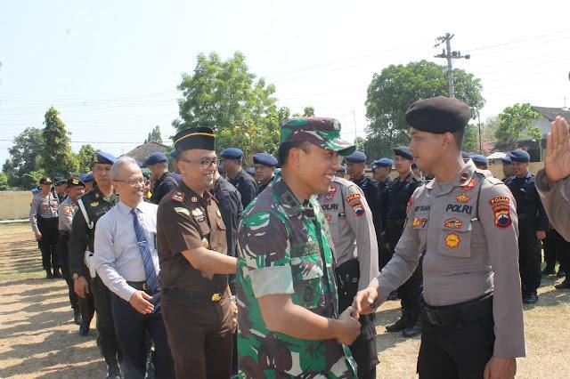 Apel Gelar Pergeseran Pasukan Pengamanan Pilkades Serentak Tahun 2019 : TNI Polri Netral