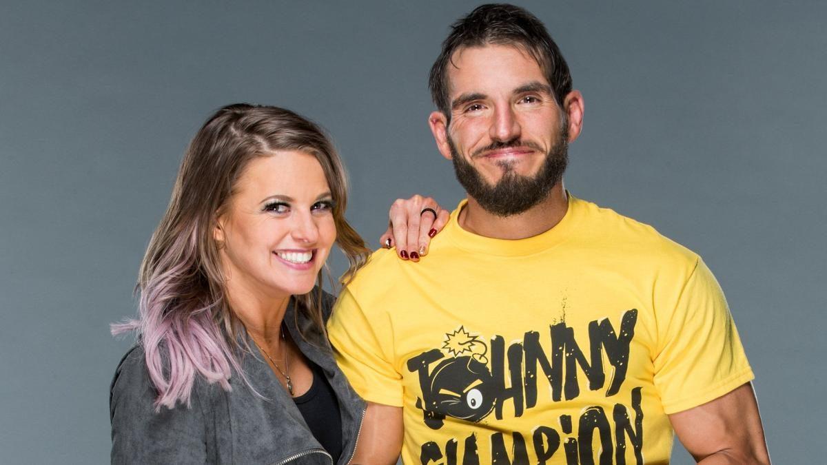 Johnny Gargano e Candice LeRae estão esperando seu primeiro filho