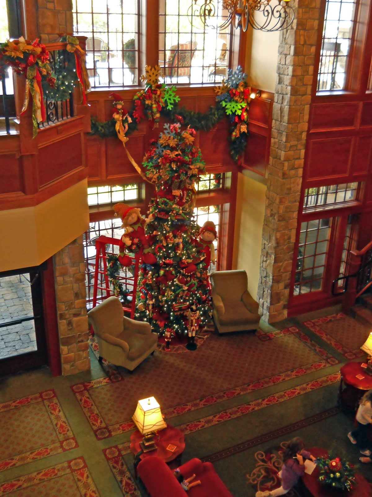 CanonFire: THE INN AT CHRISTMAS PLACE: PIGEON FORGE TN