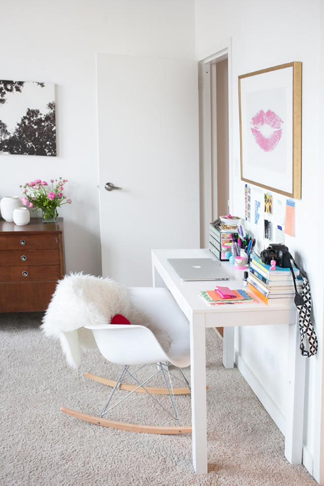 Modern and feminine home office inspiration.