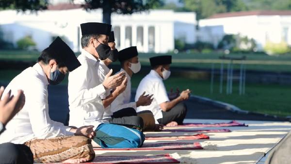 Pakai Masker Hitam, Jokowi dan Keluarga Salat Id di Istana Bogor