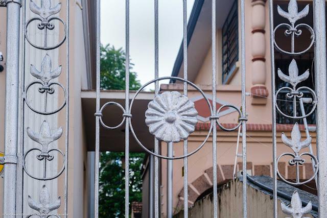 Casa na Av. João Gualberto que é Unidade de Interesse de Preservação - detalhe portão