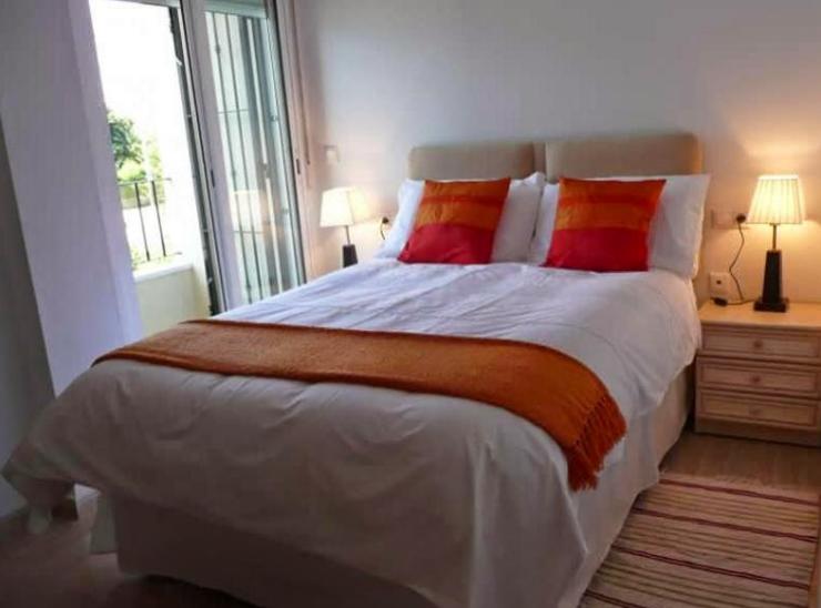 Desain kamar tidur ukuran kecil yang elegan minimalis