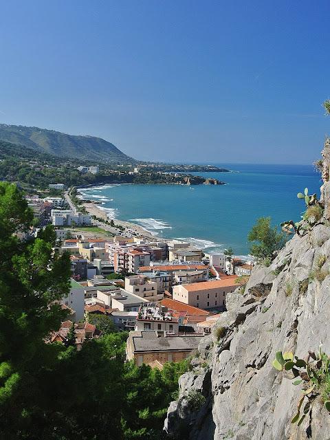 wybrzeże Sycylii, widok z La Rocca, panorama wyspy