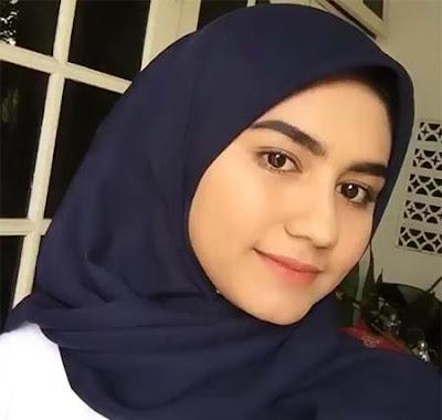 Nadhea Ananda Pakai Jilbab