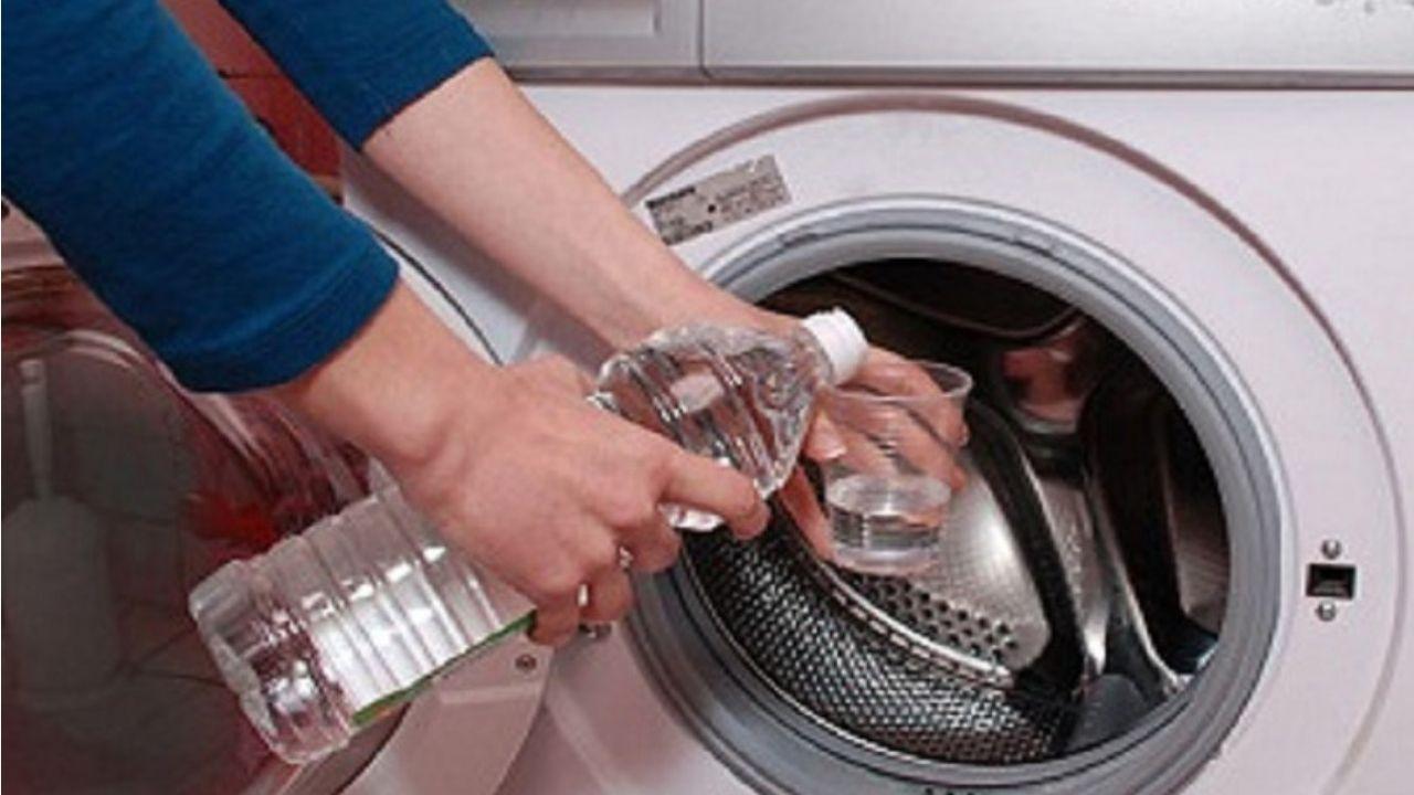 Como limpar máquina de lavar com vinagre