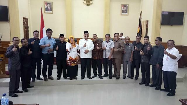 Paripurna Pemberhentian Mardison Sebagai Ketua DPRD Penuh Haru