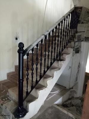 railing tangga untuk rumah semi klasik