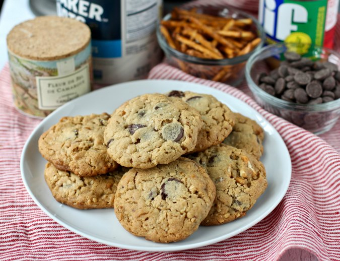 Pretzel cookies with chocolate chips