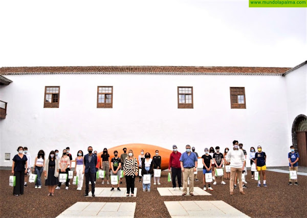 El Cabildo y la Sociedad Española de Estudios Clásicos entregan los premios del Concurso de Cultura Clásica Odisea 2021