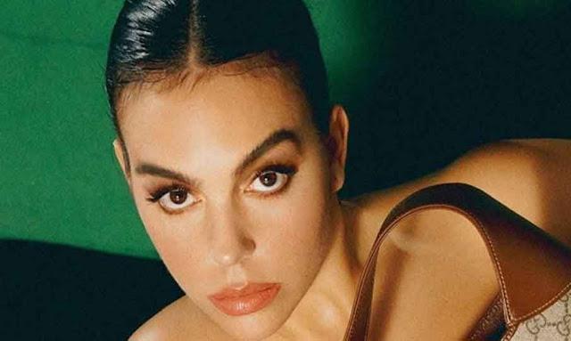 Georgina Rodríguez se déshabille pour un magazine et ne se couvre qu'avec un sac
