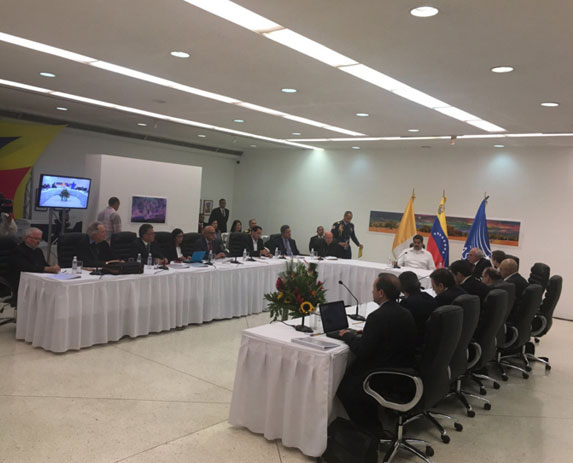 Claves del encuentro entre oposición y gobierno en el Museo Alejandro Otero