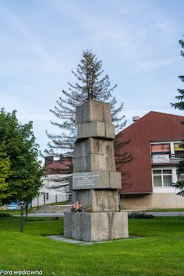Uście Gorlickie: pomnik ku czci łemkowskich ofiar terroru niemieckiego, sowieckiego i komunistycznego