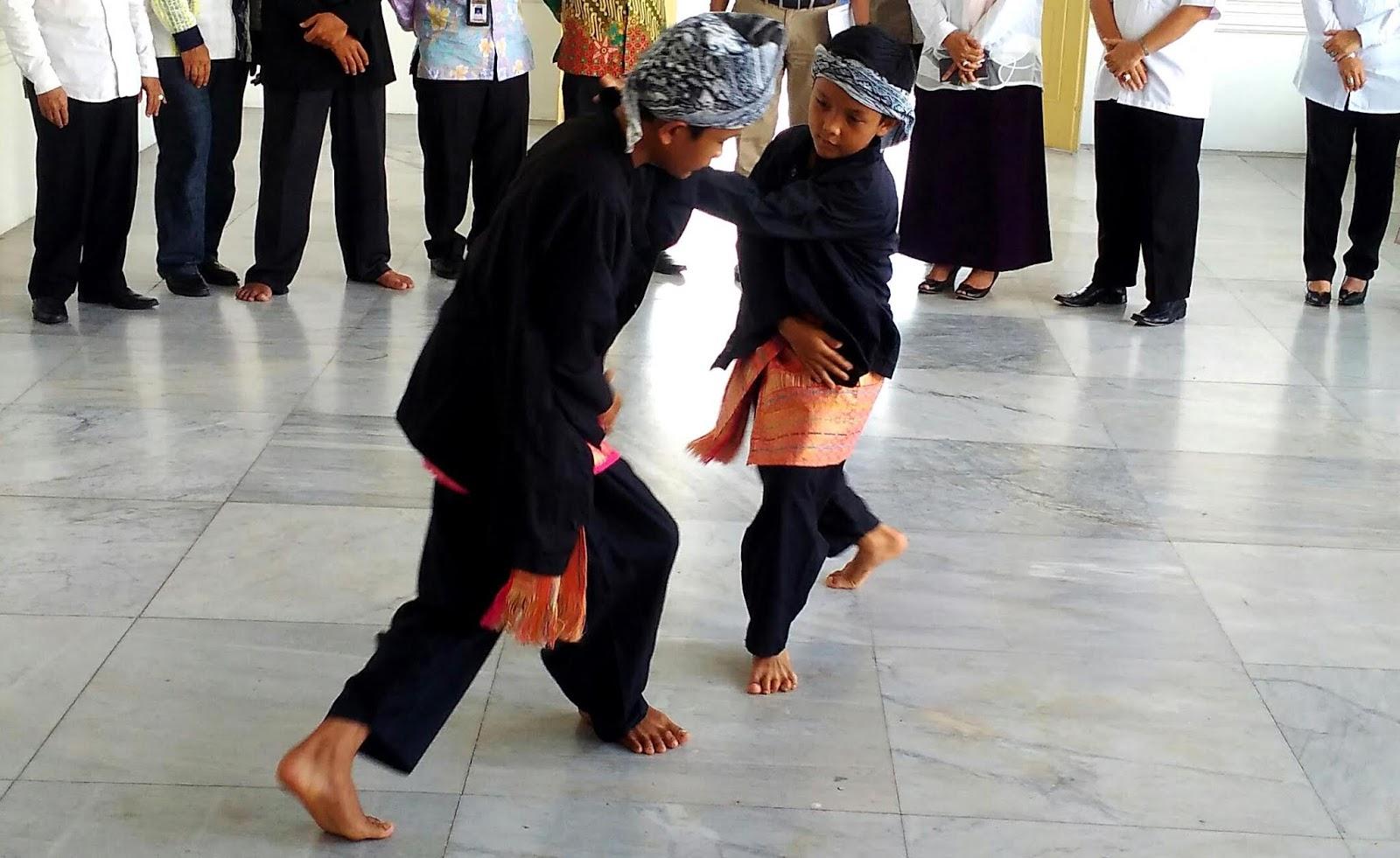 Pemerintah Provinsi Sumatera Barat mengumumkan bahwa silat yang menjadi salah satu kebudayaan di Sumatera Barat, belum lama ini telah diputuskan dalam sidang UNESCO (United Nations Educational, Scientific and Cultural Organization) bahwa silat masuk dalam daftar Wirisan Budaya Takbenda (WBTb).