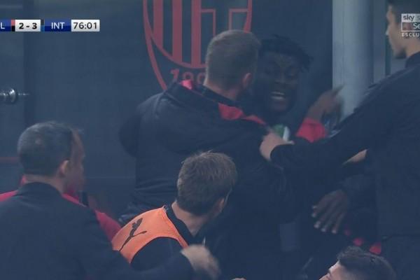 Bertikai di Tengah Laga, Dua Pemain AC Milan Ini Meminta Maaf