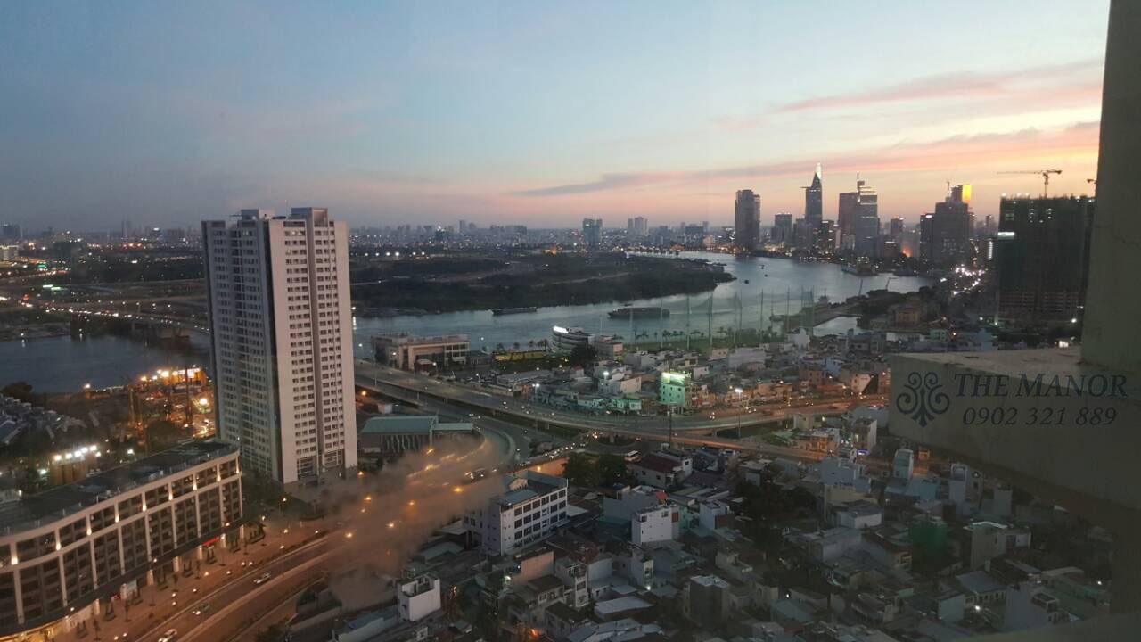 View hướng quận 1 và khúc sông Sài Gòn buổi hoàn hôn