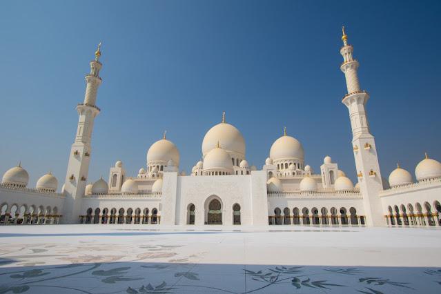 Moschea dello sceicco Zayed Abu Dhabi cortile interno