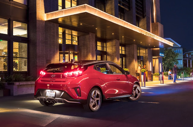 Rear 3/4 view of the 2019 Hyundai Veloster Ultimate Turbo