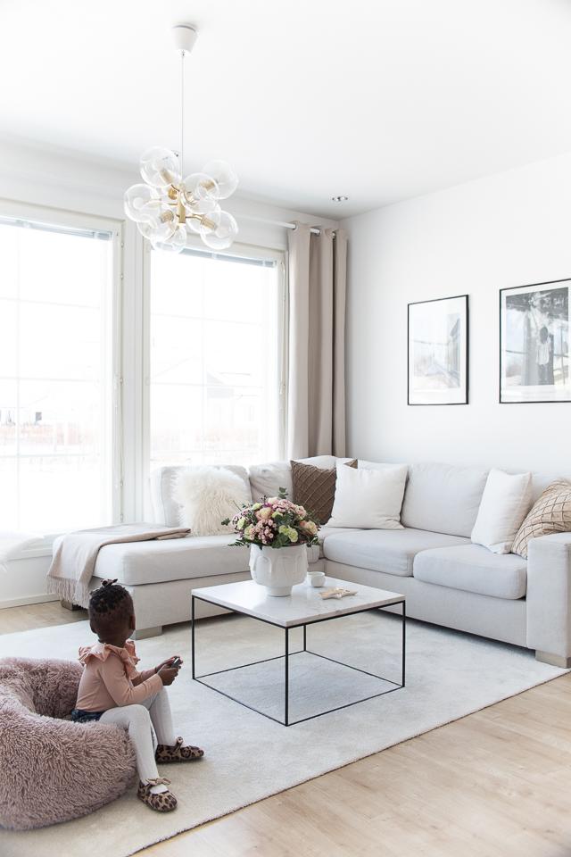 Villa H, sisustus, olohuoneen sisustus, tyyli, lapset, hattaramatto, sohva