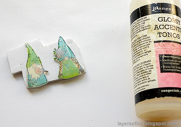 Layers of ink - Magical Gnome Forest Tutorial by Anna-Karin Evaldsson. Add glossy accents.