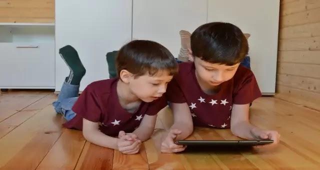 मोबाइल आणि बालपण - मुलांवर होणारे मोबाईल चे दुष्परिणाम