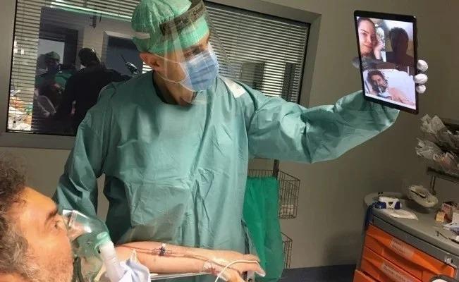 Enfermos de Coronavirus en Italia dan el último adiós a sus familiares por videollamadas