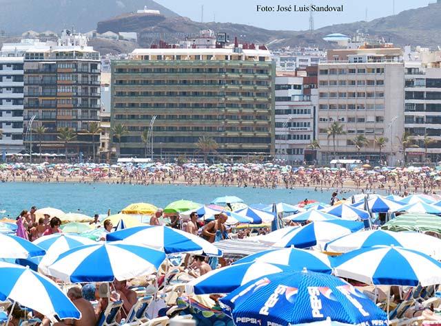 La Playa de Las Canteras, Las Palmas de Gran Canaria, la mejor de España para disfrutarla en familia