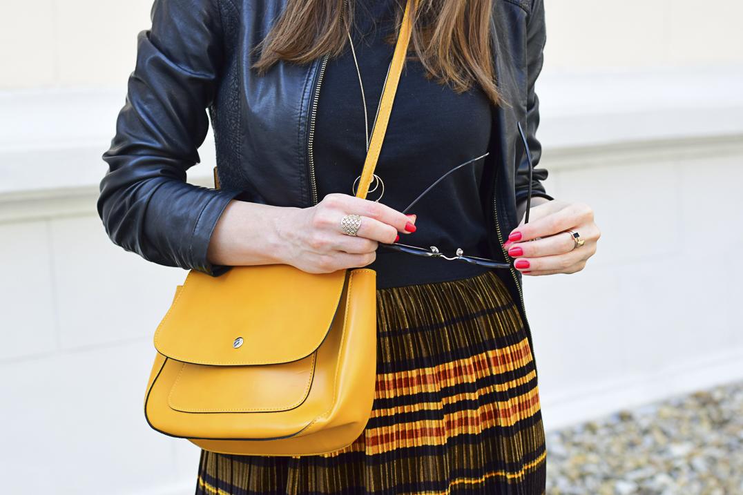 48bf26eccd9e Mademoiselle IVA by Ivana Klepáčová  zamatová plisovaná sukňa ...