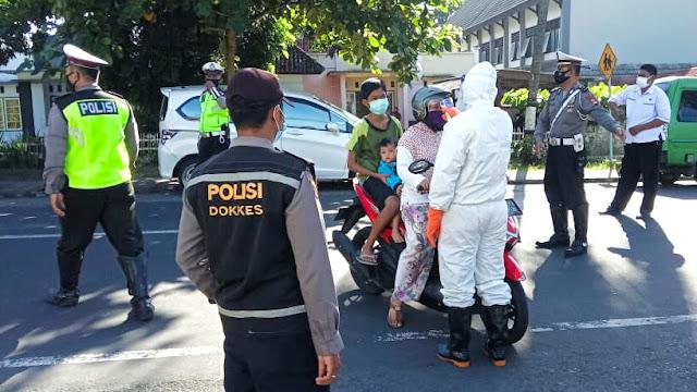 HUT Bhayangkara Ke-74, Polres Lotim Gelar Rapid Test Drive Thru Gratis