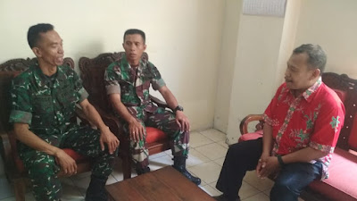 Bati Komsos Dan Babinsa Danukusuman Laksanakan Komsos Dengan pegawai Kelurahan