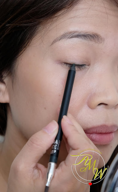 a photo of Make Up Factory Smoky Liner review
