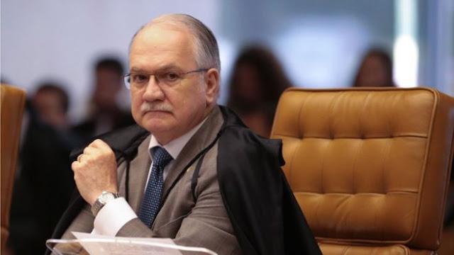 O ministro Edson Fachin, resolveu encaminhar diretamente à Câmara dos Deputados a denúncia oferecida pela Procuradoria-Geral da República contra o presidente Michel Temer