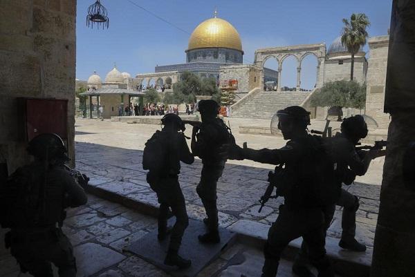 Warga Palestina dan Pemukim Yahudi Bentrok di Yerusalem