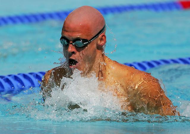 El nadador sordo olímpico Terence Parking en los Juegos Olímpicos de 2004