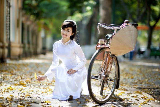 White Ao Dai Vietnam in clip